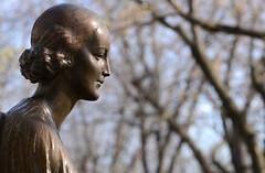 DSC_7655a (Fransois) Tags: ange angel paisible peaceful apatheia cimetière cemetery côtedesneiges montréal novembre november statue bronze soutenir support stilness quietness