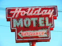 Holiday  Music Motel | Sturgeon Bay, WI (John Begalke) Tags: wisconsin doorcounty neonsigns sturgeonbay doorcountywi holidaymotel doorpeninsula vintagemotelsigns doorcountypeninsula sturgeonbaywi steelbridgesongfest neonmotelsigns holidaymusicmotel johnbegalke holidaymotelneonsign oldmotelsignage classicneonmotelsigns sturgeonbaymotels