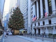 IMG_2140_au (thebiblioholic) Tags: christmas newyorkcity tree lowermanhattan nyse