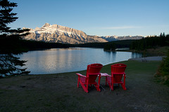 Two Jack Lake sunrise (Thankful!) Tags: twojacklake lake sunrise mountain mountrundle banff banffnationalpark reflection chairs redchairs
