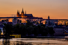 Castillo de Praga (Fabiola Len Moreno) Tags: praga castillo prague castle praskhrad bohemia checoslovaquia anochecer beforemidnight sunset luces