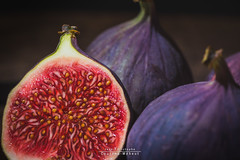 Fig fig and fig (Jean-Christophe Coutand Mheut) Tags: figfigandfig fig figue fruit coutandmeheut wwwuninstantphotocom jeanchristophe nikon d610 nature morte bois red rouge