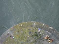 Cadeados que se soltaram da ponte (catequesia) Tags: pont ponte bridge locks cadeados