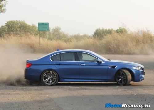 2012-BMW-M5-34