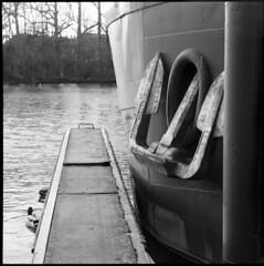 anchor • dijon, burgundy • 2012 (lem's) Tags: speed boat canal duck dijon graphic burgundy anchor bourgogne canard graflex peniche ancre autaut
