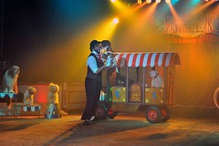 Cirque de Nol Bouglione - Eddy La Forte (9) (kemijo) Tags: chien clown nol cirque diabolo jongleur jonglage bouglione houla houpe