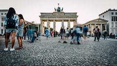 Immer noch Berlin (DOKTOR WAUMIAU) Tags: nikon d7200 ishootraw vscofilm lightroom berlin brandenburgertor 169 widescreen streetphotography street longexposure tokina1116