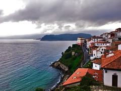 Lastres (Carlos Pea Fernandez) Tags: pueblo lastres asturias doctor mateo fabada pote mar oceano cantabrico arroz con leche cielo sky otoo autumm teja tejas prao sea seascape ocean