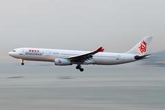 Dragonair A330-300 B-HLA-4645 (CF Yuen) Tags: airbus a330 a330300 333 vhhh hkg hongkong hk bhla dragonair hda ka canon 100400mmf4556lisiiusm 100400lii 70d