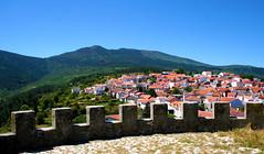 Folgosinho | 2007 (Antnio Jos Rocha) Tags: portugal serradaestrela folgosinho aldeia natureza montanha verde casas telhados rvores beleza paz miradouro