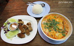 Canh Tm v Ch Gi Thi [Tom Yum Kum with Thai Springroll] (pinnee.) Tags: thailand chiangmai streetfood oldcity thaifood tomyumgoong tomyumsoup thaispringroll thaifoods tomyumkum tomyumsoupmadewithprawns