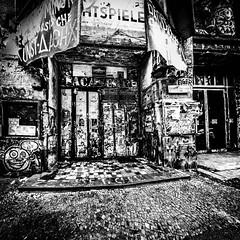 Tacheles! 323/366 (Skley) Tags: berlin photo foto fotografie creative picture commons kunsthaus cc bild schwarz tacheles thisisart kreativ weis 323366 dasistkunst skley