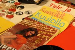 Kuuppa oli teettänyt vanhoista c-kasettien kansista julisteita.