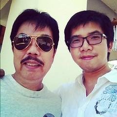 """This is dadman captain_ameridad spider-dad irondad and  """"superdad"""" #pglovedad พ่อ : จะถ่ายทำไม ลูก : เอาไปส่งชิงโชค ได้ตั๋วเครื่องบินฟรี เดี๋ยวจะพาไปเที่ยวเกาะมัลดีฟ พ่อ : อ๋อ เกาะสวยๆที่อยู่แถว นิวซีแลนด์ใช่ไม๊ เออ ไปๆๆ ลูก : (แอบ  เล็กน้อย ) ให้ได้รางวั"""