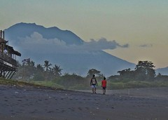 Bali - Keramas Beach & Mount Agung at Sunset (zorro1945) Tags: bali indonesia asia keramas beach sunset volcano mountain boys duo sundown gloaming eveninglight nightfall flickrtravelaward mountagung