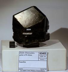 63402 Elbaite 8 slices (Stan Celestian) Tags: nhmla elbaite