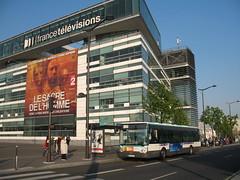 2007-04-10 - Paris, Pont du Garigliano (lausanne1000) Tags: paris ratp stif parisien rgie transports commun public publics ledefrance 75 france bus autobus renault irisbus iveco tlvisions francetv