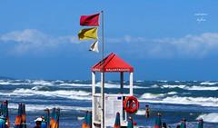 OGGI BANDIERA ROSSA: PERICOLO ! (Salvatore Lo Faro) Tags: mare onde cavalloni spuma cielo nuvole azzurro bianco rosso giallo vento spiaggia salvatore lofaro canon g16 lidodelsole rodi puglia italia italy
