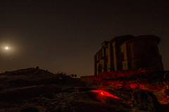 Necropolis Sta Maria de la Piscina Pintada con Luz (Garimba Rekords) Tags: noche la rioja santa maria de piscina pecia cielo estrellas iglesia necrpolis linterna luz roja panormica