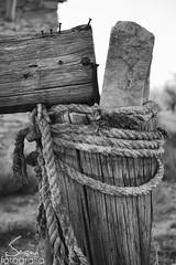 Cuerdas y Palos (JoseviFotografia) Tags: palo stick rural blackandwhite blancoynegro cuerda cord detalle detail madera wood