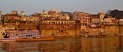 INDIEN, india, Varanasi (Benares) frhmorgends  entlang der Ghats , 14431/7317 (roba66) Tags: varanasibenares indien indiennord asien asia india inde northernindia urlaub reisen travel explore voyages visit tourism roba66 city capital stadt cityscape building architektur architecture arquitetura monument bau fassade faade platz places historie history historic historical geschichte kulturdenkmal benares varanasi ganges ganga ghat pilgerstadt pilger hindu hindui menschen people indianlife indianscene brauchtum tradition kultur culture indiansequence hinduismus