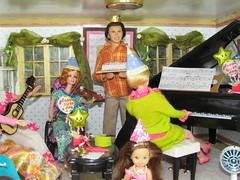 3/6 Happy Birthday Lina!!!! (Flava Sweet) Tags: music cake mod dolls guitar piano barbie skipper violin becky mattel diorama musicroom hairfairbarbie happybirthdaylina flavasweet reprono1barbie happyfamilyken