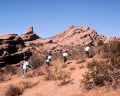027 Dashing Below The Ridgeline (saschmitz_earthlink_net) Tags: california trail orienteering runner 2012 rockformation aguadulce vasquezrocks losangelescounty laoc losangelesorienteeringclub