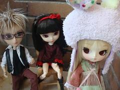 James, Kira y Carmen (Lunalila1) Tags: fur glasses james outfit doll dal karen wig taylor groove pullip kira kiyomi carmen desing gyro taeyang dotori stica balastegui astunkiki