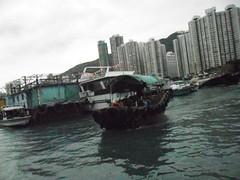 HOUSE BOAT (christian mange) Tags: house hongkong boat bateau brouillard chine brume immeuble baie