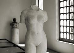 nudo quasi integrale (pino piedimonte) Tags: donna statua nudo neroametà licwip