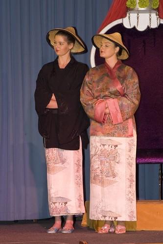 200610 De nieuwe kleedster vd keizer famstuk kl (135)