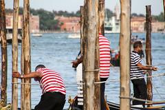 Men at Work (castier) Tags: italie venise venice gondolier red rouge bleu blue gondola