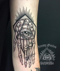 Diggin in the ditch! Love hanging out with and tattooing @austinthegrandfatherwulf ! Fun way to end to the day.  #eyeofjadetattoo #eyeofjade #jeremygolden #jeremy_golden #jeremygoldentattoo