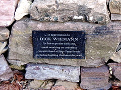 Starr Farm – Dick Wienmann memorial (origamidon) Tags: usa stone burlington memorial vermont stonewall vt parksandrecreation greenmountainstate starrfarm chittendencounty 05408 origamidon donshall burlingtonvermontusa starrfarmcommunitygarden starrfarmroad dickwienmann
