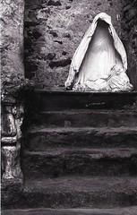 Empty (Giampaolo Squarcina) Tags: bw film statue analog analogue statua zazen 125px pellicola analogico helios44258mm12 giampaolosquarcina exaktatl500