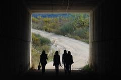 Al salir de la oscuridad (Kasabox) Tags: luz silhouette sombra silueta humano crisis