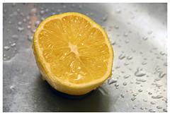 Am I fresh enough? (Romeodesign) Tags: water yellow drops lemon cut juice fresh half tropfen frisch vitamin saft zitrone 550d