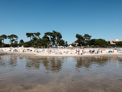 DSCF0952 (PierrickHunter) Tags: plage beach andernos andernoslesbains aquitaine gironde france t summer chaleur warmth sunny day dimanche sunday pins pines wood forest familles families baignade plouf eau water bassin arcachon vacances holidays vacations reflet sable sand