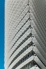 Torre del Agua #1 (Jannik K) Tags: architektur architecture spain spanien expo zaragossa saragossa regentropfen abstract abstrakt samsung nx1 torre del agua wasserturm blau blauer himmel