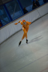 A37W7237 (rieshug 1) Tags: speedskating schaatsen eisschnelllauf skating nkjunioren knsb nkjuniorenallroundafstanden afstanden allround 50010001500massstart demeent alkmaar sportcomplexdemeent juniorenc ladies dames 500m