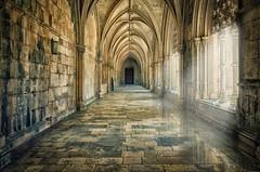 Claustro de Batalha (Uxo Rivas) Tags: claustro cloister portugal batalha arquitectura architecture