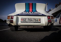 PORSCHE 911 2.4 S Martini Racing (Thomas BRETON - Photomgraphy) Tags: porsche martini racing vehicle automotive wagen coche car cars race racecar motorsport worldcar worldcars automobili grandprix gp autodrome autodromo raceway speedway circuit ring heritage historic trophy ancienne oldtimer deutshe deutshecar grandes heures linas montlhry pitlane grid canon eos 600d dslr ef 1740 usm ultrasonic adobe lightroom vignettage vignetting classic