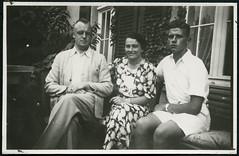 Archiv H263 Eine Jugend in den 1930ern (Hans-Michael Tappen) Tags: archivhansmichaeltappen vater mutter sohn outdoor imfreien kleider outfit brillentrger armbanduhr 1930er 1930s eltern
