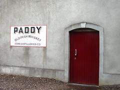 """""""Paddy Whiskey"""" ... (bayernernst) Tags: 2012 juli 26072012 snc14054 irland cork paddyflaherty paddywhiskey irishwhiskey whiskey kraftfahrzeuge kraftfahrzeug kfz lkw truck oldtimer alt old werbung flickrblick kontrast rot"""