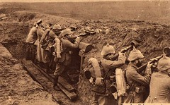 Im Schtzengraben (Gellechimay) Tags: rifle trench german worldwarone artillery ww1 dugout firstworldwar worldwar1 bayonet weltkrieg germansoldiers schtzengraben