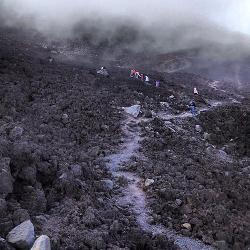 Caminando en un valle de lava...