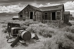 Bodie house with car (Xiphoid8) Tags: old abandoned decay rustic ghosttown bodie oldcar bodieghosttown monocounty abandonedtown bodiecalifornia blackwhitephotos bodieca goldtown monocountyca carskeleton bodiehouse bodiehome
