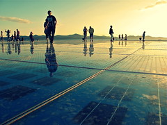 Zadar Love [Explored] (Alex L'aventurier,) Tags: light sky people sun reflection lines mirror soleil energy europe lumire croatia reflet ciel miroir zadar personnes lignes panneaux croatie nergie greetingtothesun salutausoleil hommageausoleil