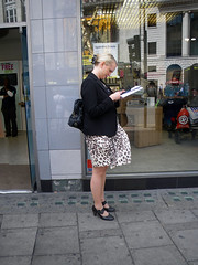 Twittering Woman (Kombizz) Tags: woman fashion reading pavement candid free skirt tesco mobilephone cex 6126 twitter twittering kombizz twitteringwoman