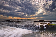Angry Motion (Satrya_Budhi) Tags: sunset bali seascape beach sunrise canon indonesia ship lima 7d waterscape pererenan
